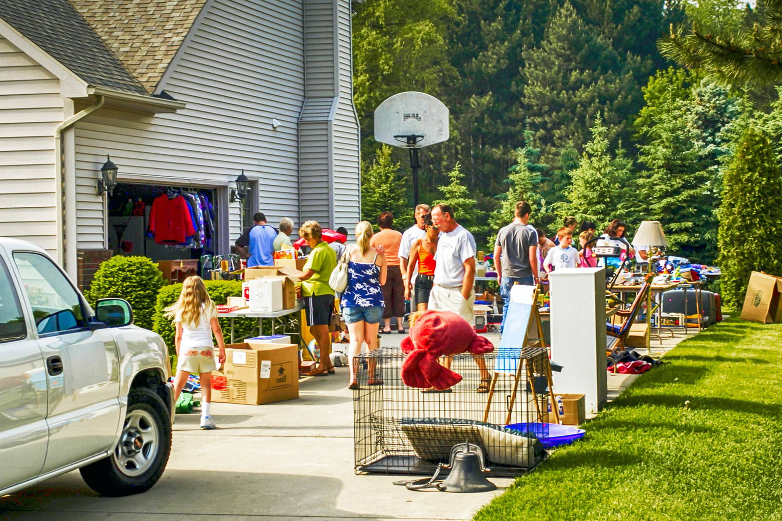Christmas Shopping at Yard Sale: A Guide to Buy Inexpensive Christmas Gifts